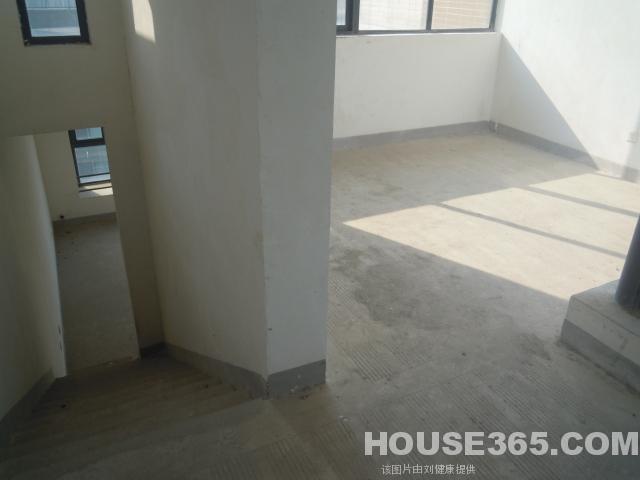 6:绿城桂花园 电梯 三层复式 带露台 豪装五房三卫