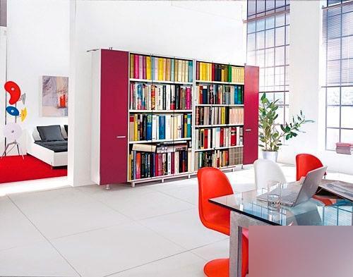 客厅装饰柜效果图:展示性书架是书架也是软隔断-客厅装饰柜效果图