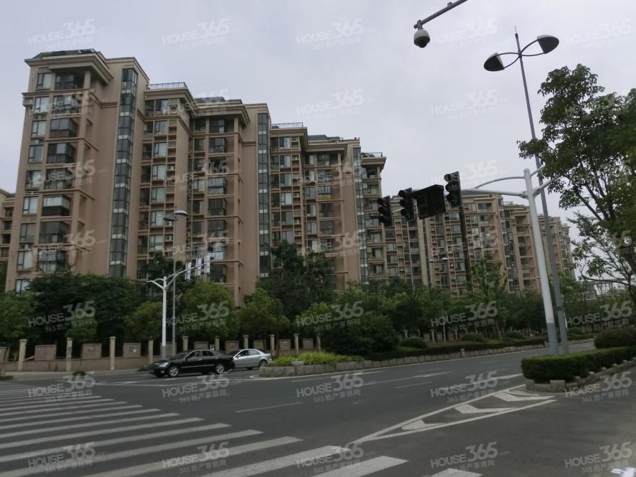 中海塞纳丽舍西苑40.76平方产权房车库位置很好好停车