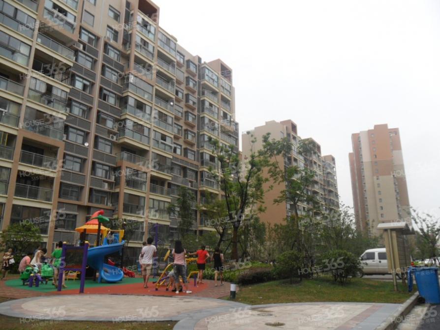 江北天润城地铁口14街区2室2厅1卫70平米简装