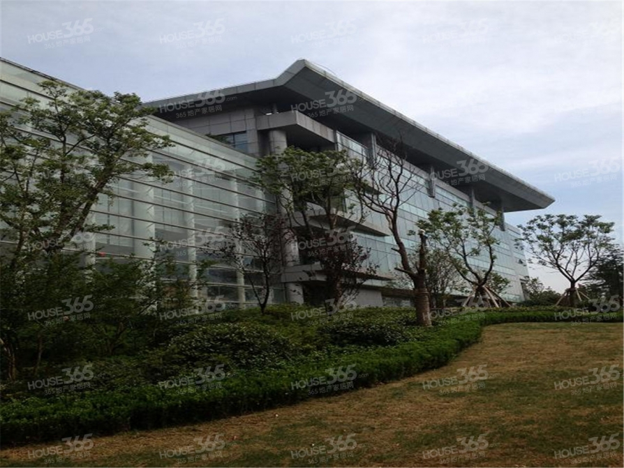 世茂滨江新城2室2厅2卫正南128平米2010年产权房豪华装