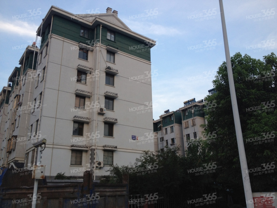 天景山景秀苑3室2厅1卫238平方产权房简装