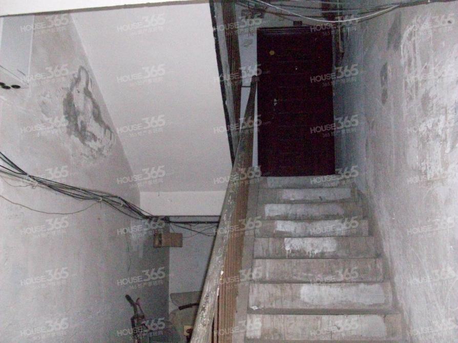 金墙花苑2室1厅1卫58平米1998年产权房简装