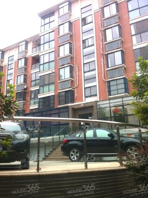 紫金山下玄武湖畔新世界花园品牌豪华装修未住赠送露台
