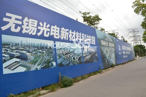 启迪协信无锡科技城户外广告(2013.8.20摄)