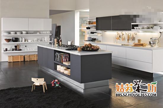 开放式厨房的除了吊柜收纳以外,中间的吧台也利图片