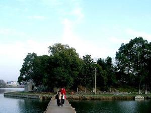 【看地】汀棠公园对面790亩地块2011年拟出让!传言更多一线房企欲在芜拿地~~是不是这里?