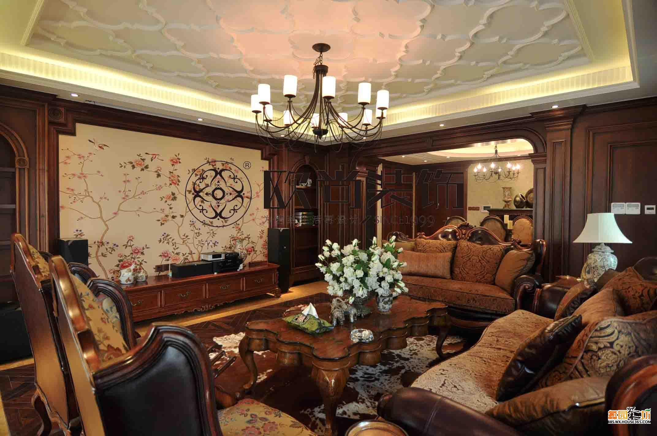 厅用以实木装饰垭口